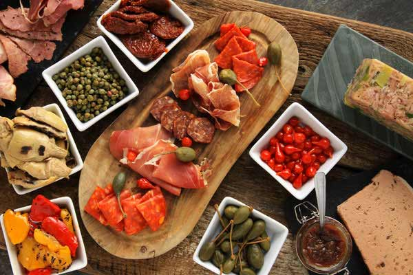 Borrel met shared tapas