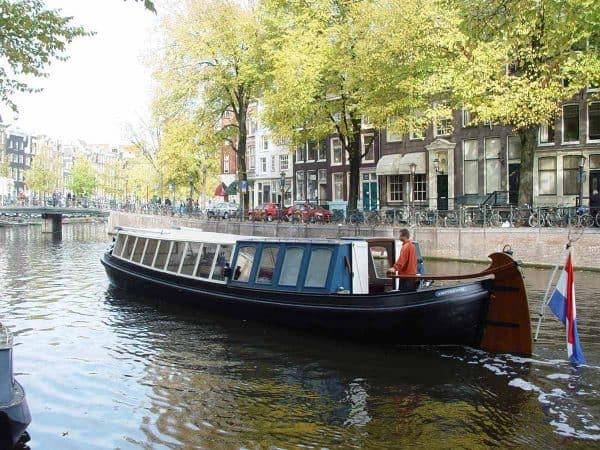 mokumer trekschuit grachten van Amsterdam